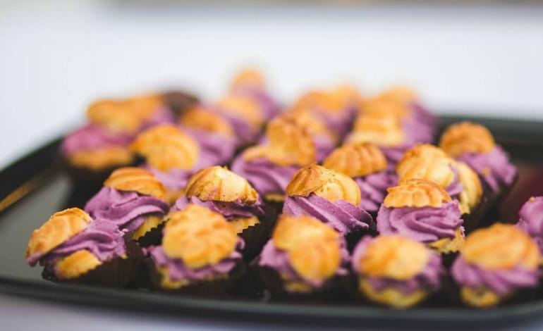 Bignè-salati-mousse-al-radicchio-formaggi